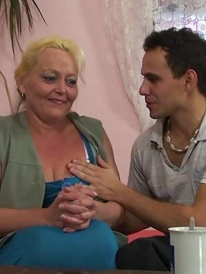 Granny prefers doggy style sex